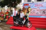 Long An: Đạt thành tích cao trong học tập, một học sinh được thưởng xe máy