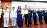 Bệnh viện Đại học Y dược TP.HCM nhận Huân chương Lao động Hạng Nhất