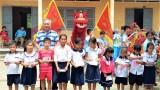 CLB Lân Sư Rồng Long Hoa Đường trao quà Trung thu tại Thạnh Hóa