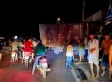 Xe tải nổ vỏ lao vào nhà dân