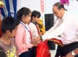 Trao quà Trung thu cho trẻ em Đức Hòa, Châu Thành và Tân Trụ