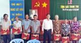Cty Cổ phần địa ốc Thắng Lợi tặng quà Trung thu cho hộ nghèo