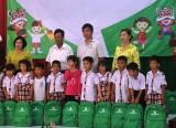 Phụ nữ Châu Thành tặng quà Trung thu cho trẻ em có hoàn cảnh khó khăn