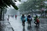 Thủ đô Hà Nội mưa rào và dông rải rác, Trung Bộ nắng nóng quay trở lại