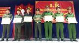 Công an huyện Cần Đước khen thưởng tập thể, cá nhân có thành tích phòng, chống tội phạm