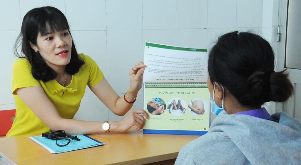 Tư vấn dự phòng lây truyền HIV từ mẹ sang con được ngành y tế Long An triển khai tích cực