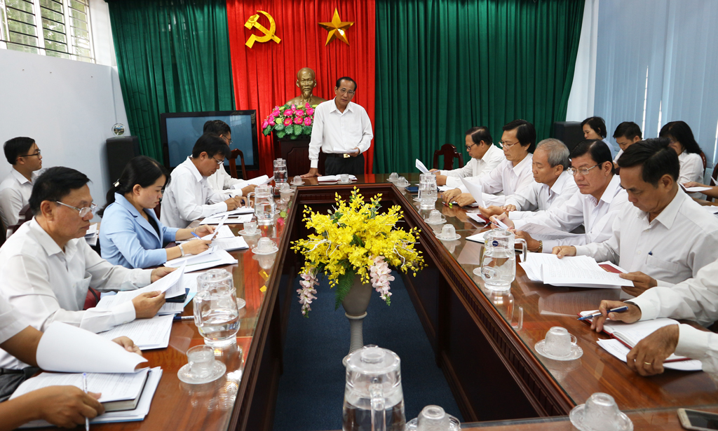 The Standing Committee of Long An Provincial People's Council has a meeting to review the content and prepare for the 16th meeting