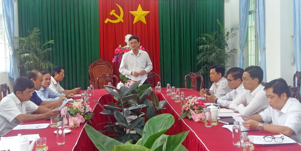 Vice Chairman of Long An Provincial People's Committee - Pham Van Canh presides over the water supply for Can Giuoc town