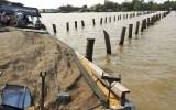 Vĩnh Long: Ghe chở lúa gạo bị chìm trên sông Cổ Chiên, 2 người được cứu sống