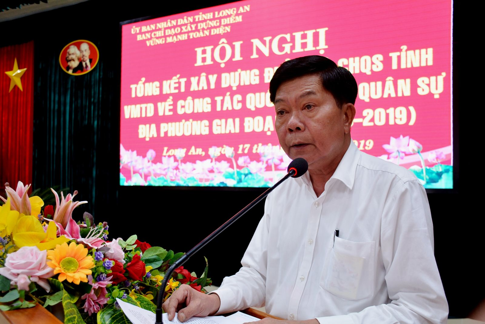 Chairman of the Provincial People's Committee - Tran Van Can speaks at the conference