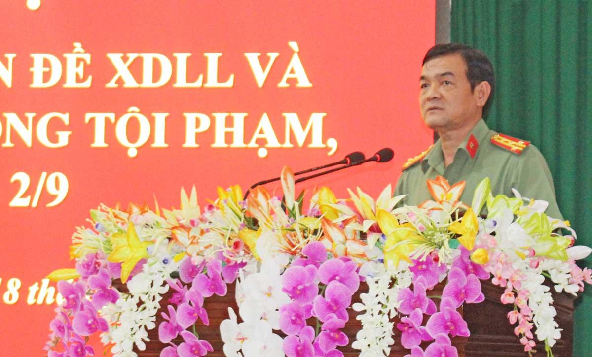 Đại tá Lê Hồng Nam - Giám đốc Công an tỉnh phát biểu chỉ đạo tại Hội nghị
