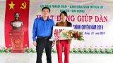 Tân Hưng: Tặng 400 phần quà cho nhân dân trong hoạt động năm Dân vận chính quyền 2019