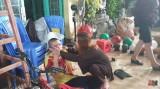 Công an làm việc với một số người 'đại náo' tại 'Tịnh thất Bồng Lai' để tìm con