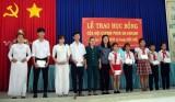Hội E.P.E trao học bổng cho học sinh nghèo tại Đức Huệ