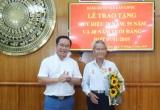 Bến Lức, Cần Giuộc: Phó Bí thư Thường trực Tỉnh ủy trao Huy hiệu Đảng  đợt 7/11