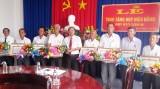 Huyện ủy Tân Hưng tổ chức trao Huy hiệu Đảng cho đảng viên