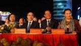 Chủ tịch Quốc hội - Nguyễn Thị Kim Ngân, Phó Thủ tướng Thường trực Chính Phủ - Trương Hòa Bình dự Lễ hội dừa tại Bến Tre