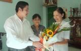 Lãnh đạo huyện Cần Giuộc thăm nhà giáo ưu tú nhân Ngày Nhà giáo Việt Nam