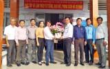 Lãnh đạo huyện Thủ Thừa chúc mừng Ngày Nhà giáo Việt Nam