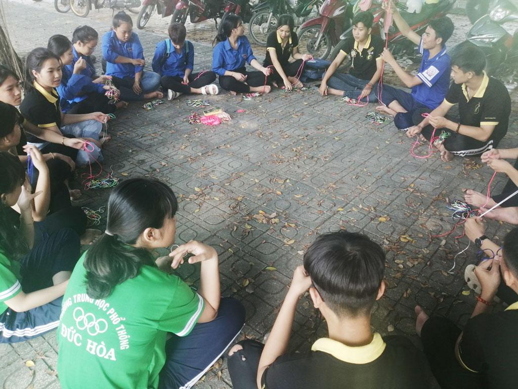Câu lạc bộ Hoa Hướng Dương tổ chức sinh hoạt và dạy kỹ năng cho các thành viên