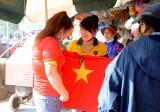 Người hâm mộ bóng đá Long An rạo rực chuẩn bị đồ cổ vũ U22 Việt Nam