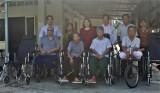 Sở Lao động - Thương binh và Xã hội Long An tặng xe lăn cho người có công