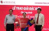 Agribank Long An trao thưởng đặc biệt cho khách hàng đăng ký dịch vụ E - Mobile Banking