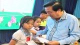 Tặng 200 suất học bổng cho trẻ em có hoàn cảnh khó khăn