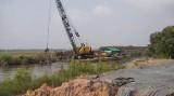 Long An: Đắp đập ngăn mặn trên kênh nối với sông Vàm Cỏ Tây