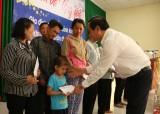 Tổng Công ty Điện lực Miền Nam trao quà cho tết cho người nghèo tại Tân Trụ
