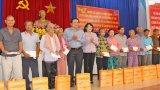 Phó Chủ tịch nước - Đặng Thị Ngọc Thịnh tặng quà, học bổng tại Long An