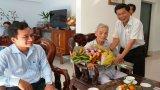 Phó Bí thư Tỉnh ủy, Chủ tịch UBND tỉnh Long An - Trần Văn Cần thăm, chúc tết các đảng viên cao niên