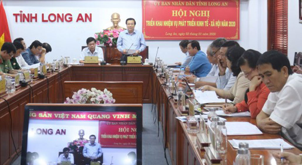 Secretary of the Provincial Party Committee, Chairman of the Provincial People's Council - Pham Van Ranh asks the provincial People's Committee, departments, branches and localities to strive, perform the socio-economic development tasks set out in 2020 drastically and effectively