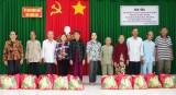 Sở Công Thương TP.HCM tặng quà tết tại huyện Cần Giuộc