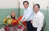 Bí thư Tỉnh ủy Long An – Phạm Văn Rạnh thăm, tặng quà Anh hùng Lực lượng vũ trang Nhân dân Nguyễn Văn Chiểu