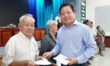 TP.Tân An: Phó Chủ tịch UBND tỉnh Long An – Phạm Tấn Hòa tặng quà hộ nghèo