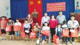 Trao quà tết cho trẻ em có hoàn cảnh khó khăn tại Đức Hòa
