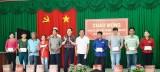 Đại biểu Quốc hội - Hoàng Văn Liên trao quà tết gia đình chính sách và hộ nghèo
