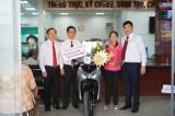Agribank chi nhánh Đông Long An chúc mừng khách hàng trúng thưởng xe máy SH Mode