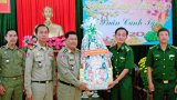 Ty Công an, Tiểu khu Quân sự tỉnh Svay Rieng và Hiến binh tỉnh Prey Veng thăm, chúc tết BĐBP và Công an Long An