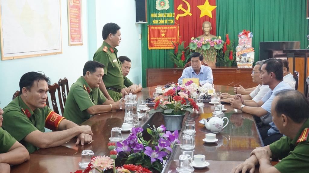 Đại diện Phòng Cảnh sát Quản lý hành chính về trật tự xã hội - Công an tỉnh Long An hứa quyết tâm hoàn thành tốt nhiệm vụ