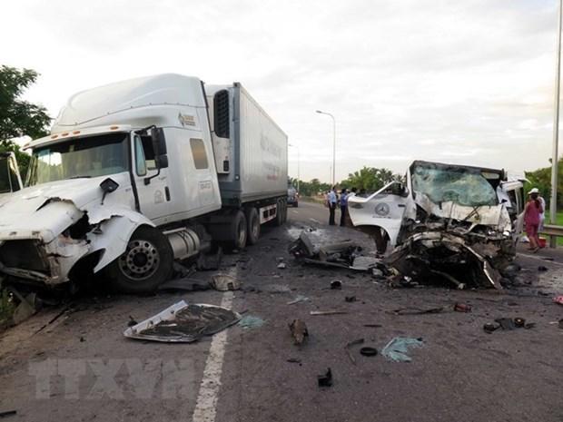 Hiện trường một vụ tai nạn giao thông nghiêm trọng. (Ảnh: TTXVN)