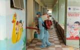 Phun thuốc phòng dịch viêm đường hô hấp cấp do chủng mới của virus Corona tại các trường học