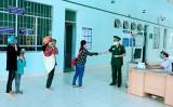 Bộ đội Biên phòng Long An phát khẩu trang miễn phí cho hành khách qua cửa khẩu