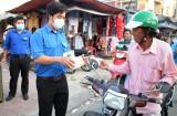 Hàng chục ngàn khẩu trang y tế phát miễn phí cho người dân
