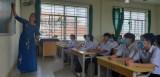 Học sinh trở lại trường