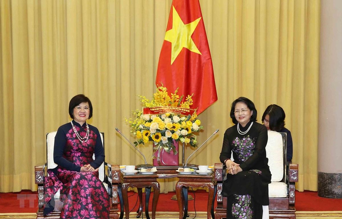 Phó Chủ tịch nước Đặng Thị Ngọc Thịnh với Đại sứ Nguyễn Nguyệt Nga, Chủ tịch danh dự Nhóm Phụ nữ Cộng đồng ASEAN tại Hà Nội. Ảnh: Phương Hoa/TTXVN)