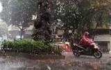 Bắc Bộ và Trung Bộ có mưa to, khả năng xảy ra lốc, mưa đá
