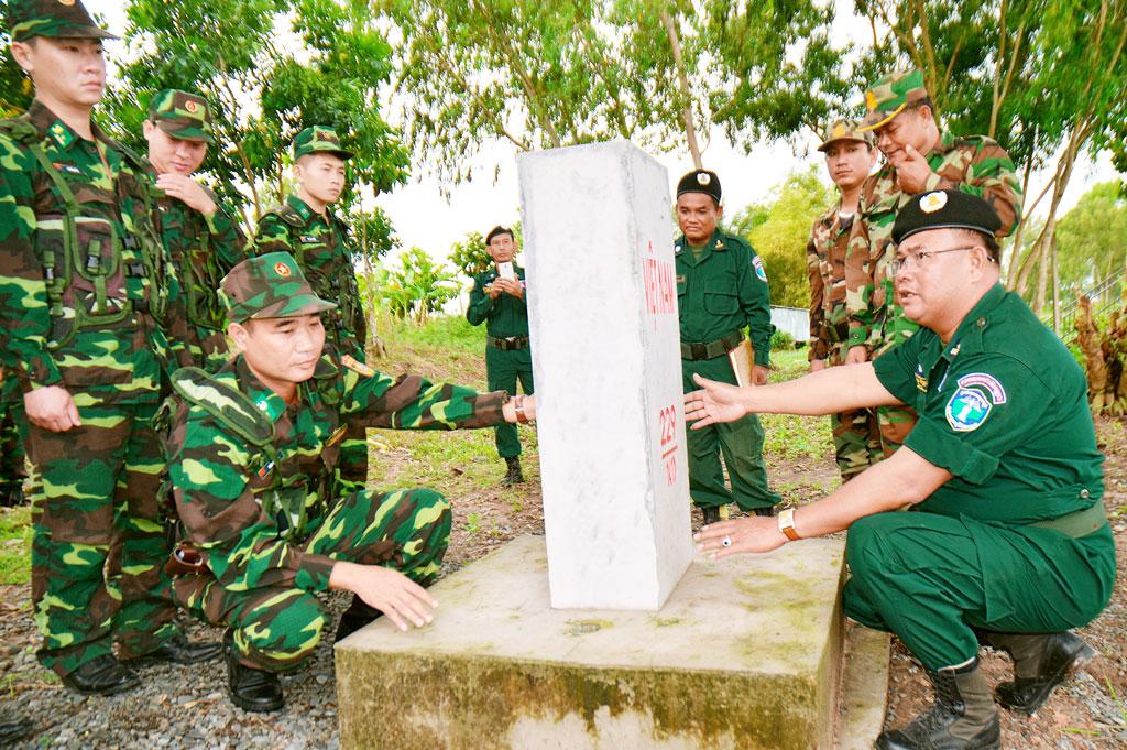 Một buối tuần tra song phương của lực lượng biên phòng Việt Nam - Campuchia