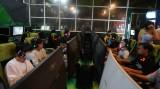 Nhiều tiệm Internet, trò chơi điện tử vẫn đông khách